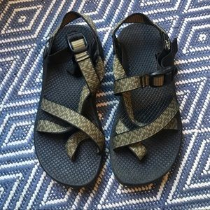 Chaco Z2 Classic Sandals in Green - size 6 medium